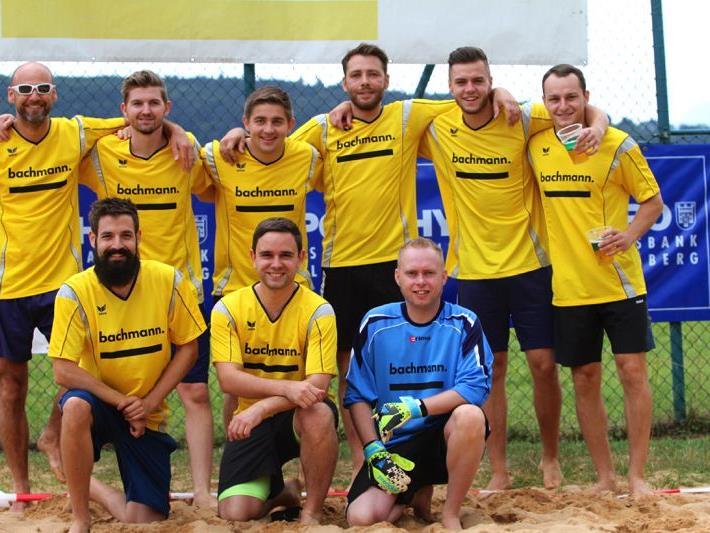 """Waren voller Begeisterung dabei: Das Team """"Bachmänner"""" zeigte, was sie fußballtechnisch alles können."""