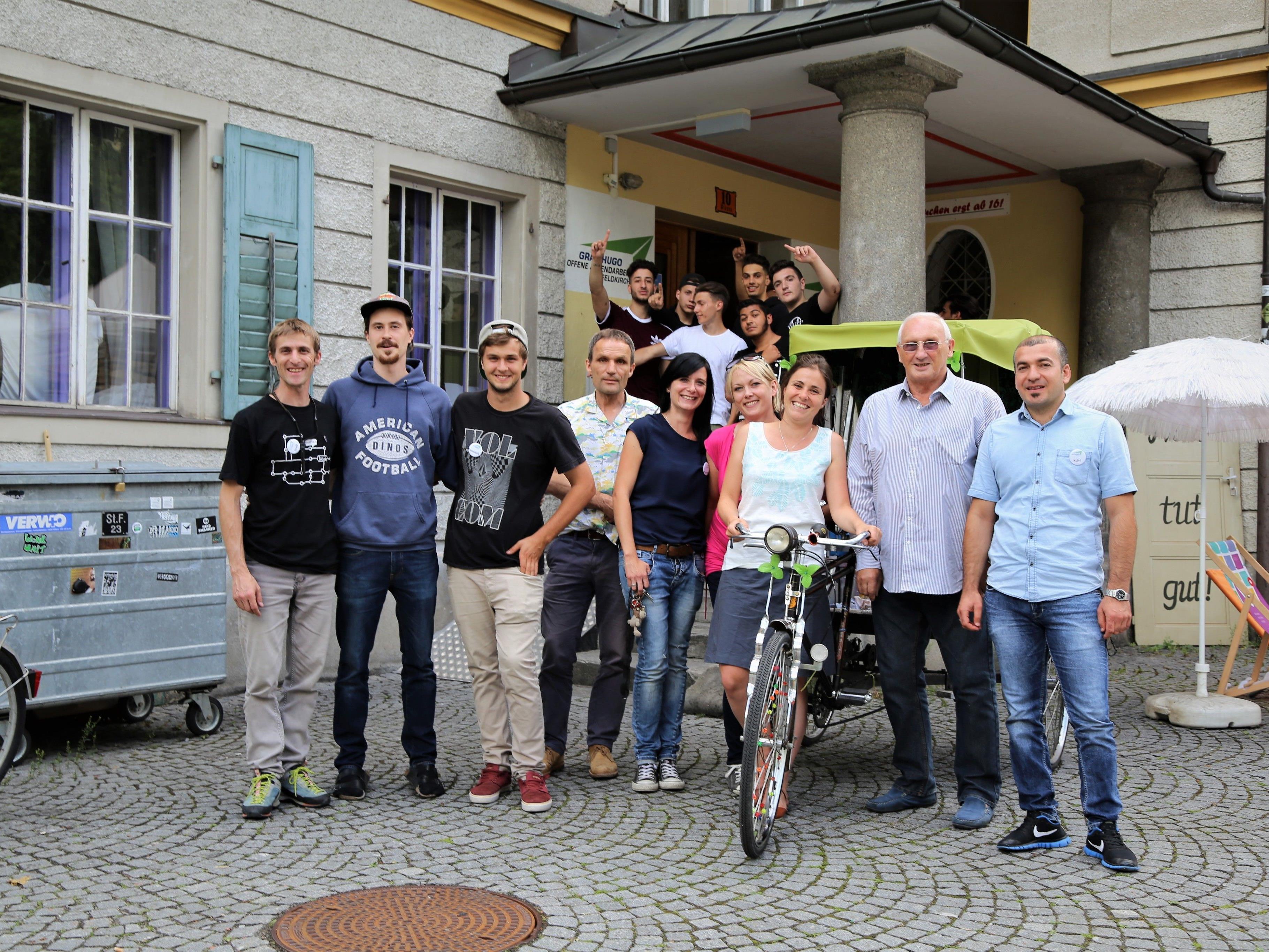 Das OJAF-Team (im Bild mit Ortsvorsteher Dieter Preschle) begrüßte die zahlreichen Gäste im Graf Hugo.