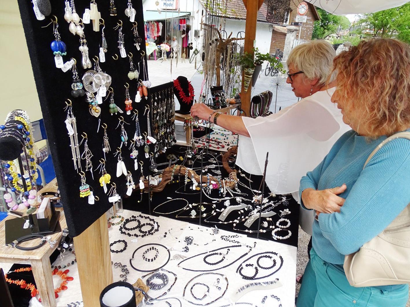 Auf dem Kunsthandwerksmarkt konnte man allerlei Hübsches oder Nützliches erstehen.