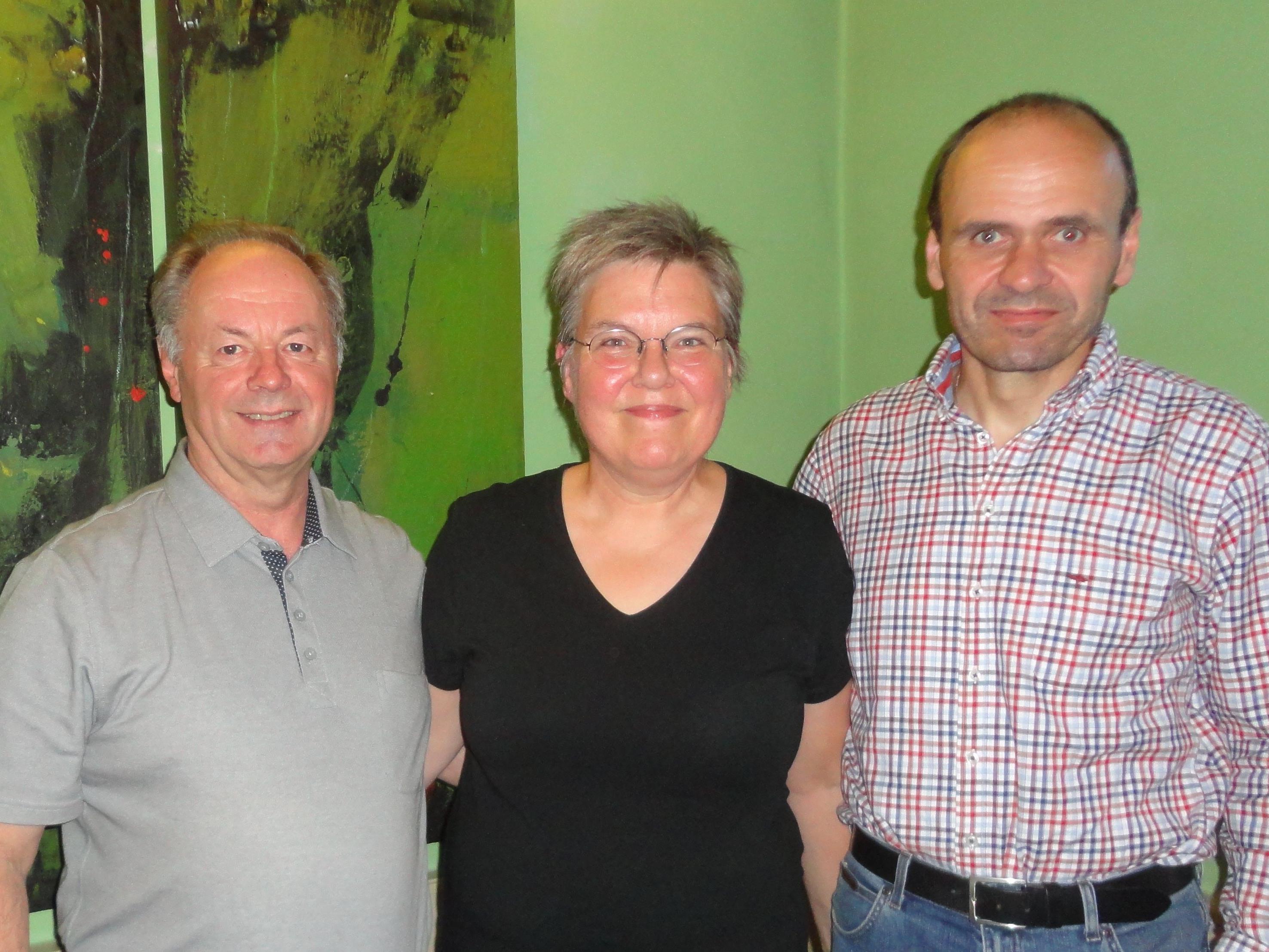 Der neue Vorstand Peter Rädler, Chorleiterin Brigitte Dünser und der neue Vorstand-Stellvertreter Christoph Münst.