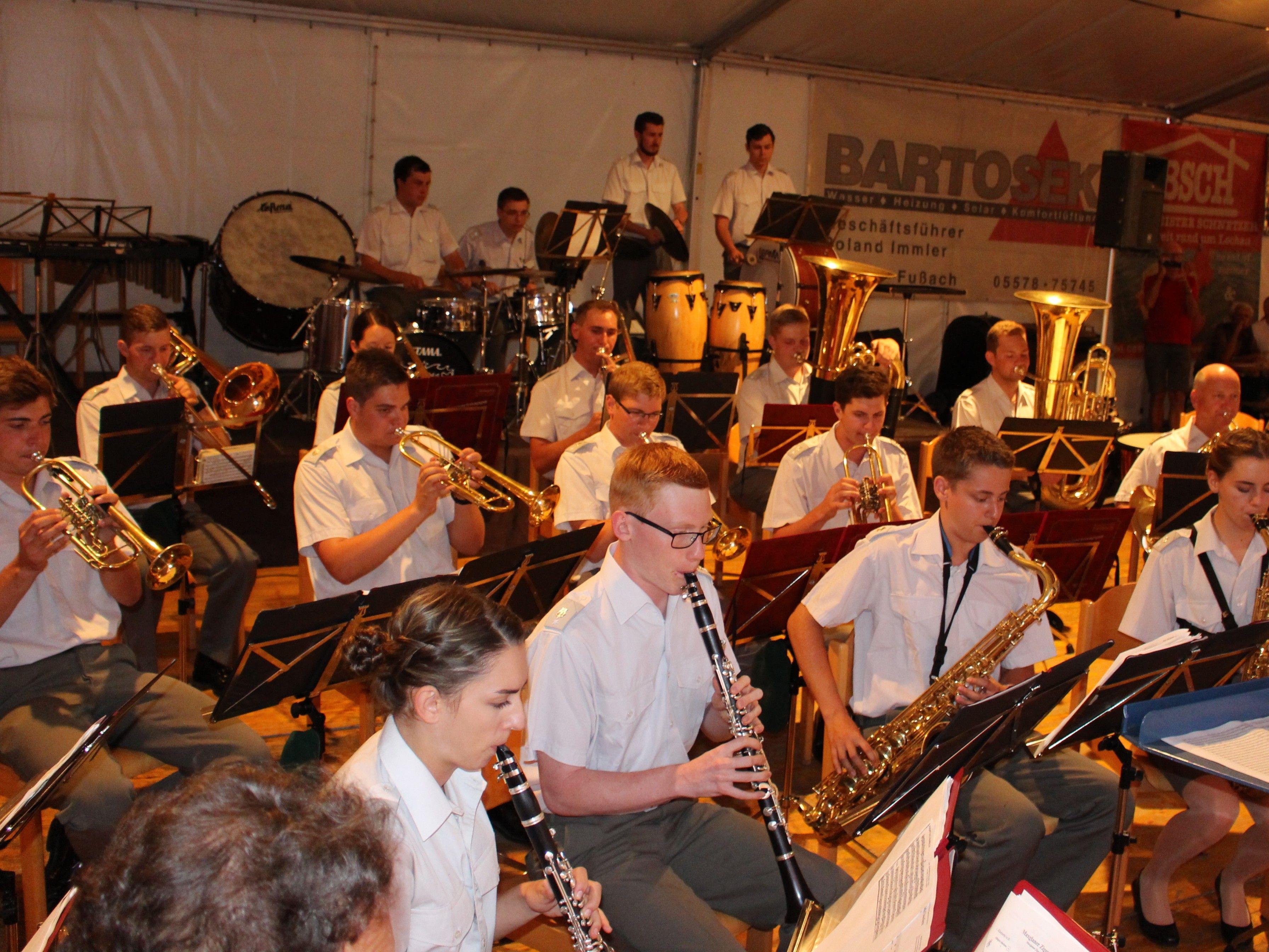 Traditionelles Sommerkonzert mit der Militärmusik Vorarlberg als Auftakt zum großen Lochauer Dorffest des Musikvereines.