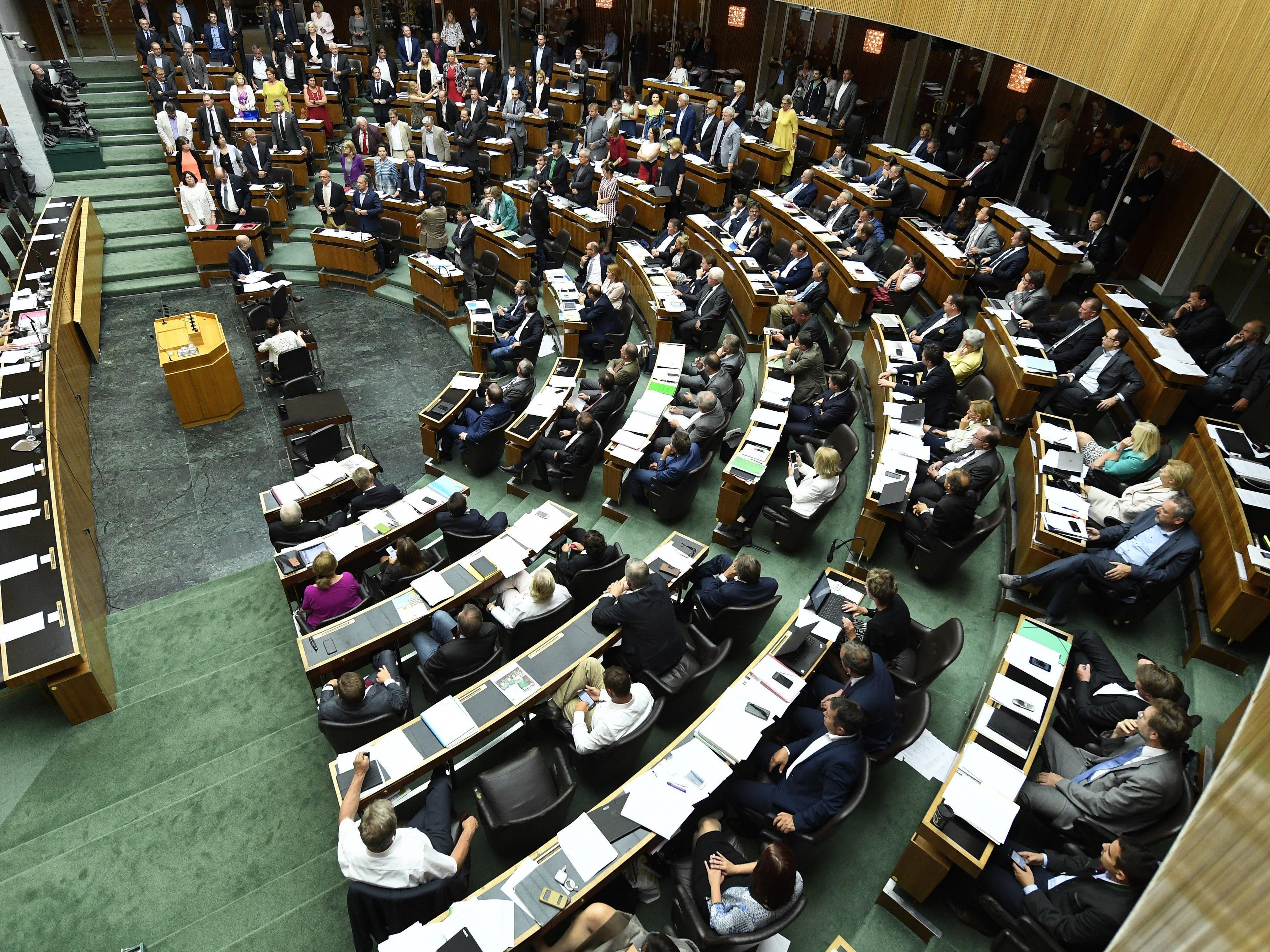Am 15. Oktober wird gewählt, am 12. und 13. wären Nationalratssitzungen geplant.
