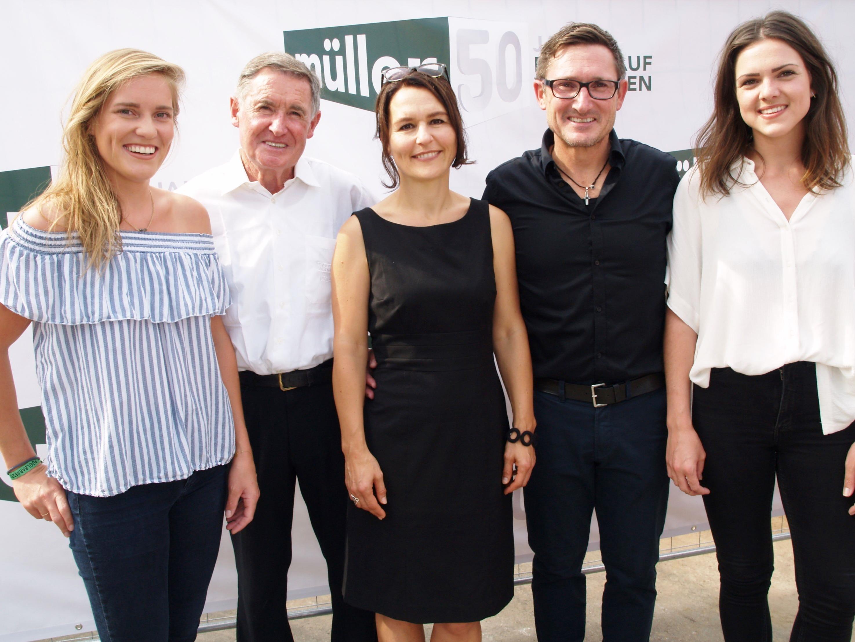 Firmengründer Karl Müller und Geschäftsführer Gerhard Müller mit Alexandra Häfele-Iser, sowie den Töchtern Isabelle und Eva