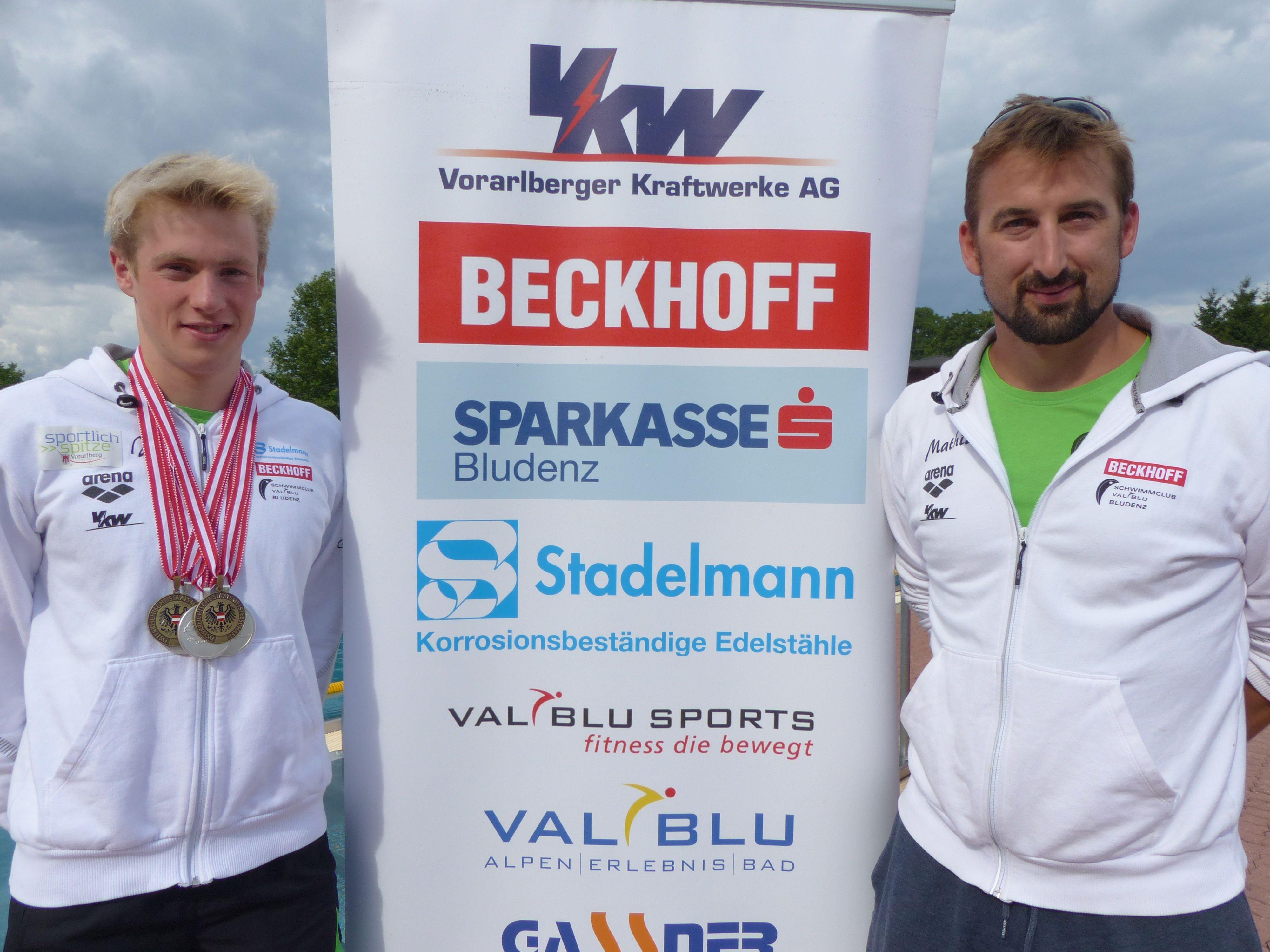 Der siegreiche Niedermayer Jan mit Trainer Eder Mathias