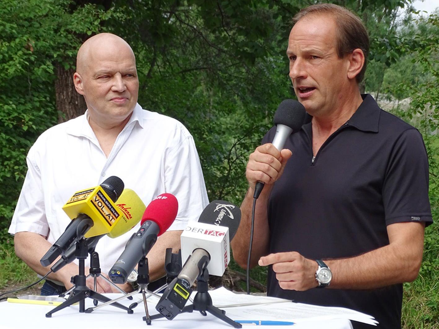 Bgm. Dieter Egger und StR. Günter Mathis erklärten die neuen Hohenemser Bestimmungen.