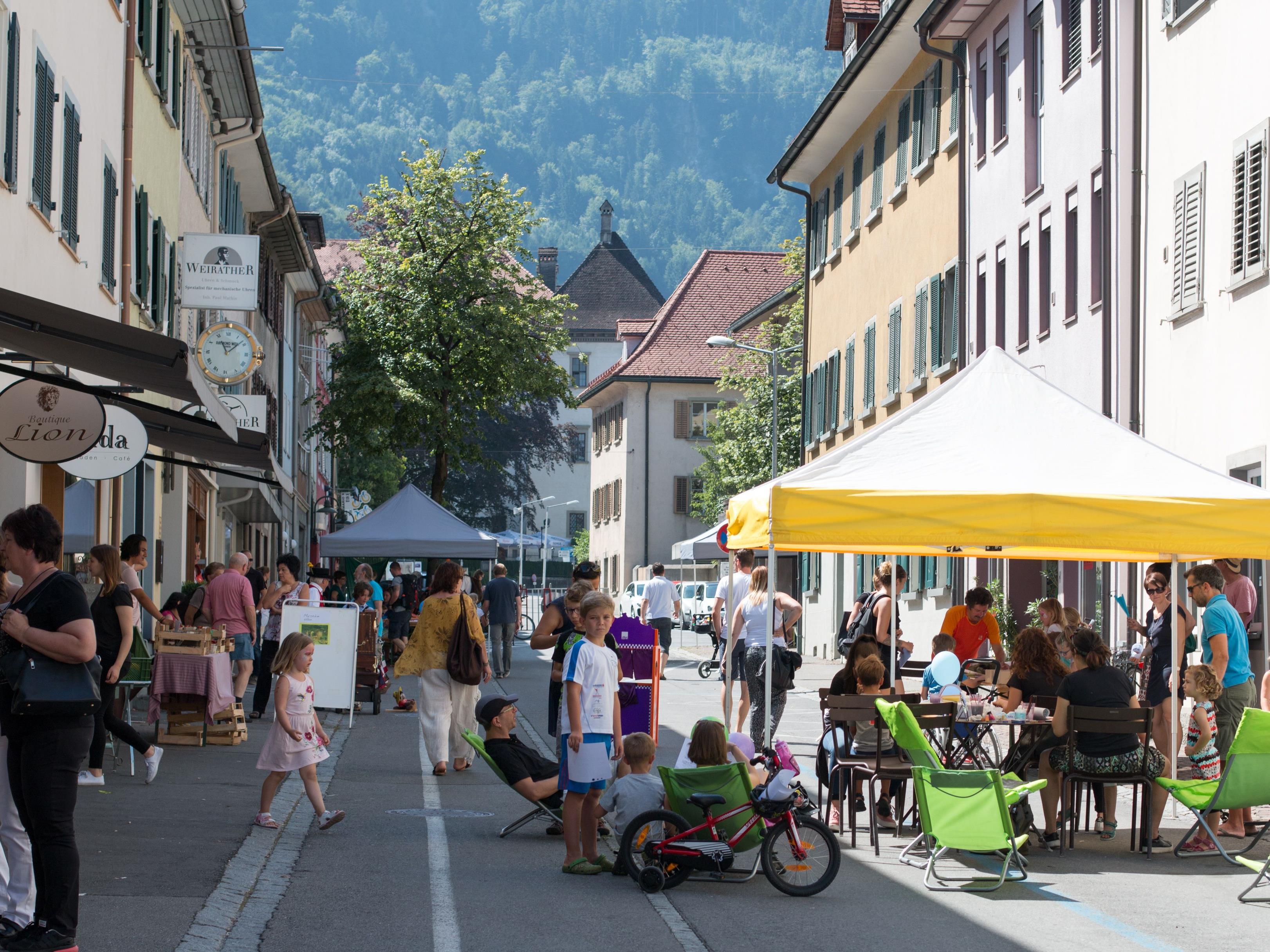 Zahlreiche Schaulustige fanden sich in der Marktstraße ein.