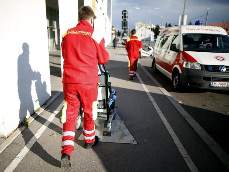 Teilnehmer eines runden Tisches zur Krise der Wiener Krankentransporte einigten sich auf weniger Kündigungen beim Roten Kreuz.