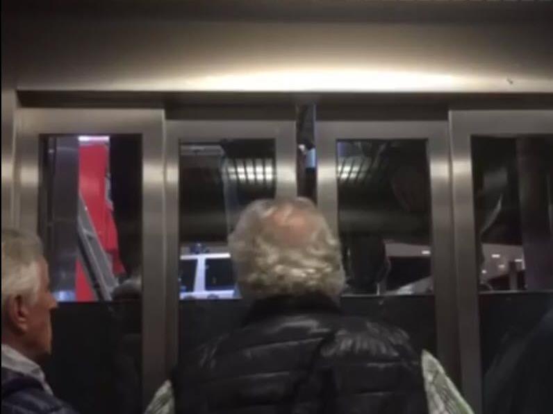 Fast 50 Minuten verbrachte die Reisegruppe im Lift.