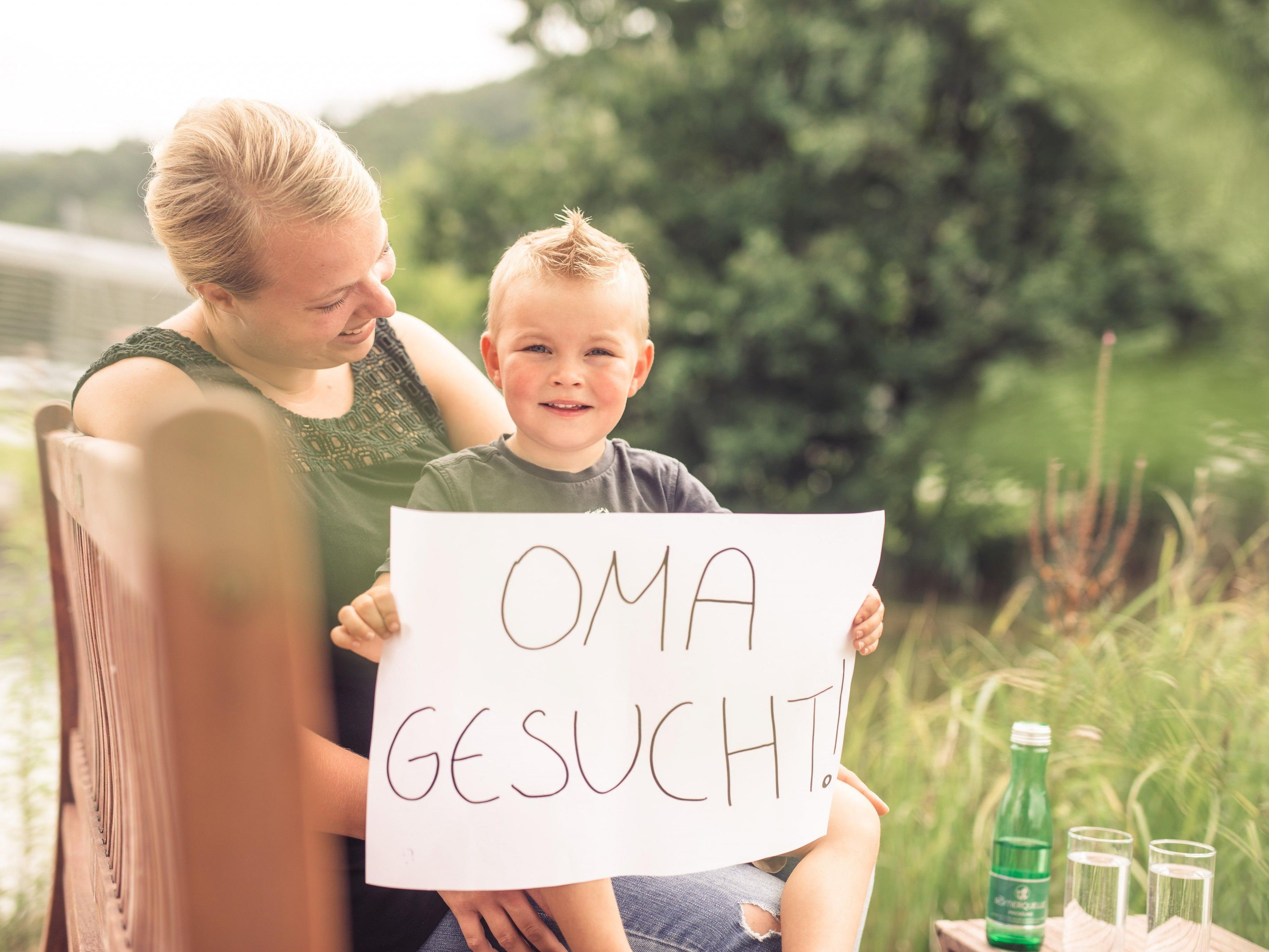 Mama Madeleine und der kleine Ben suchen eine Oma, um gemeinsam eine tolle Zeit zu verbringen.