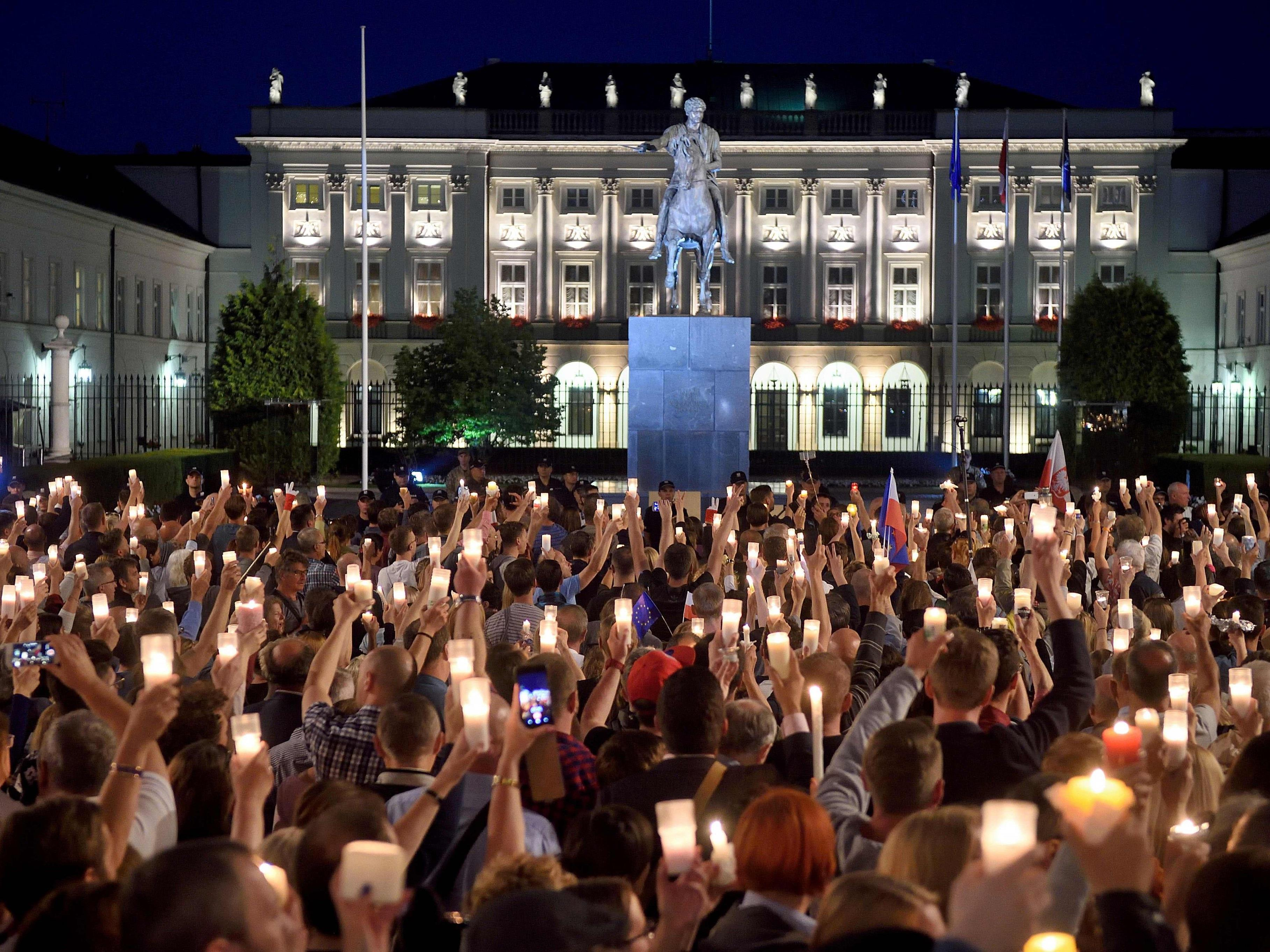 Soll die EU wegen der umstrittenen Justizreform weitere Maßnahmen gegen Polen einleiten?
