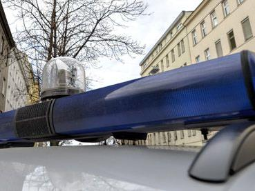 Die Beamten wurden von dem 29-Jährigen in Wien-Währing mit einem Messer bedroht.