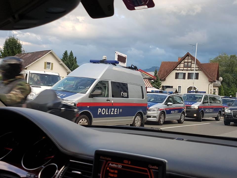 Das Großaufgebot der Polizei sorgte für Aufsehen.
