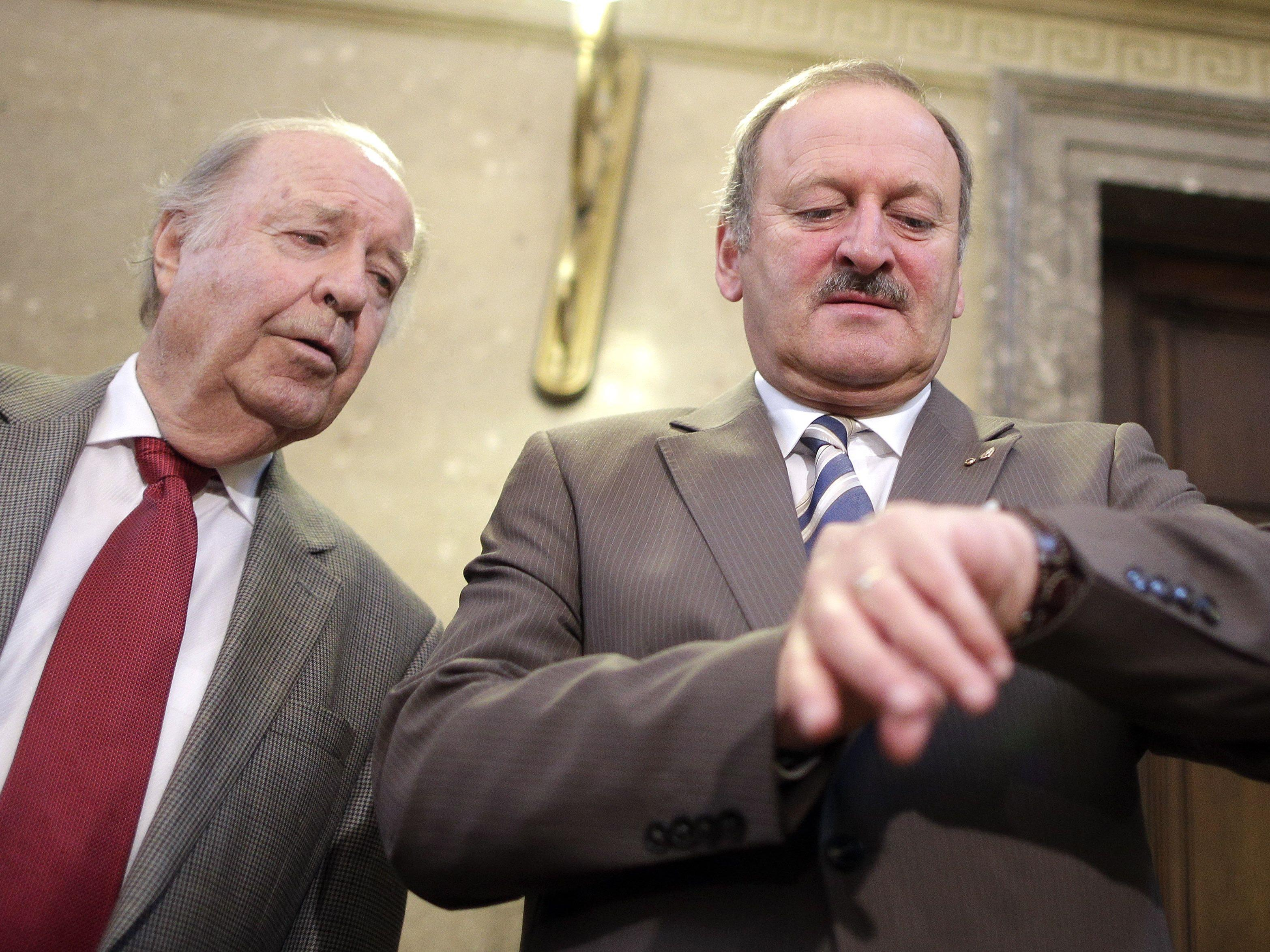 """Laut seiner ehemaligen Sekretärin hätten Gorbach un sie """"so lange weitergearbeitet, bis der letzte Euro aufgebraucht war""""."""
