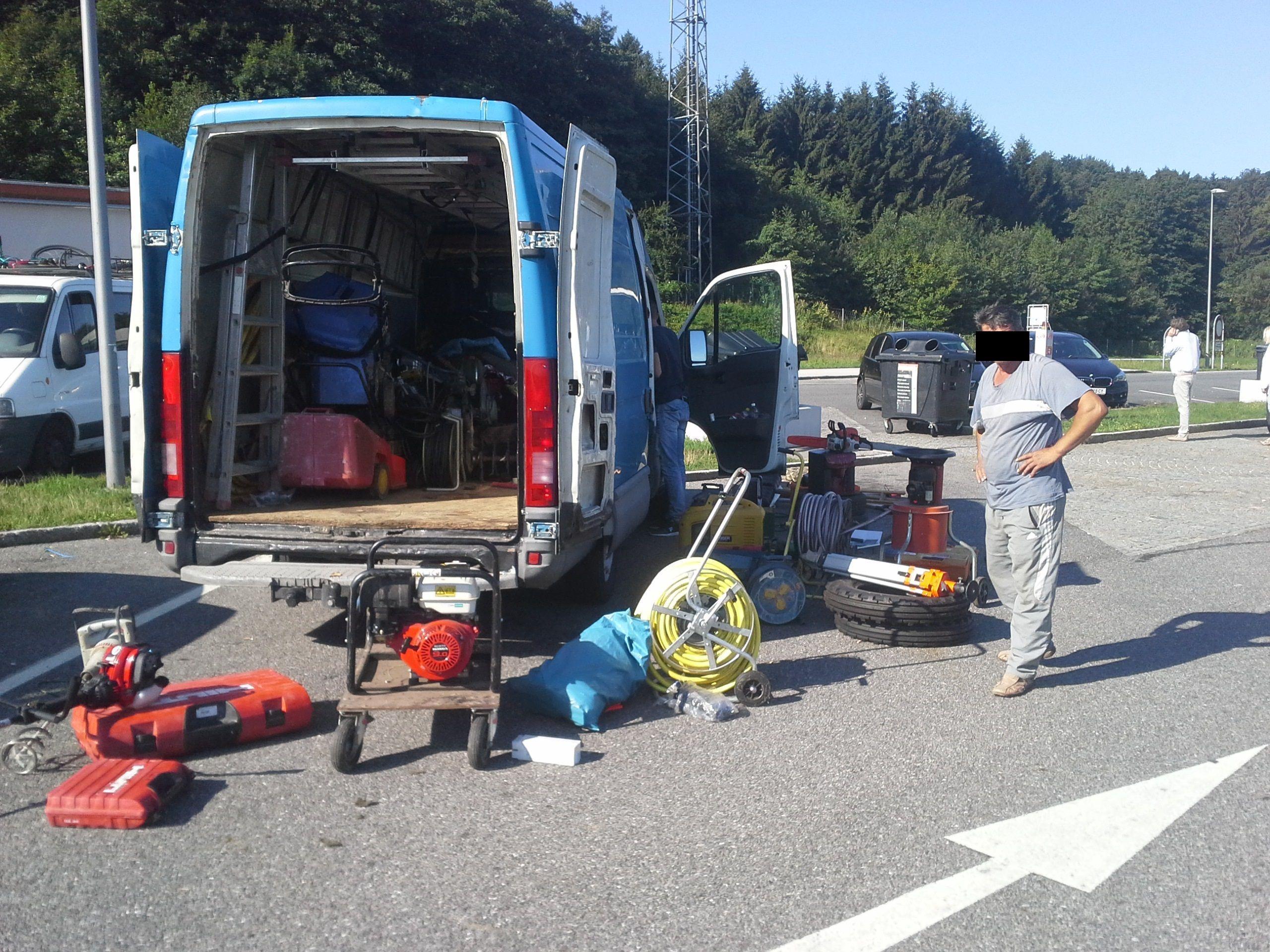 Die Polizei hat einen 42-Jährigen nach Diebstählen in Deutschland auf der A1 Richtung Wien gestoppt.