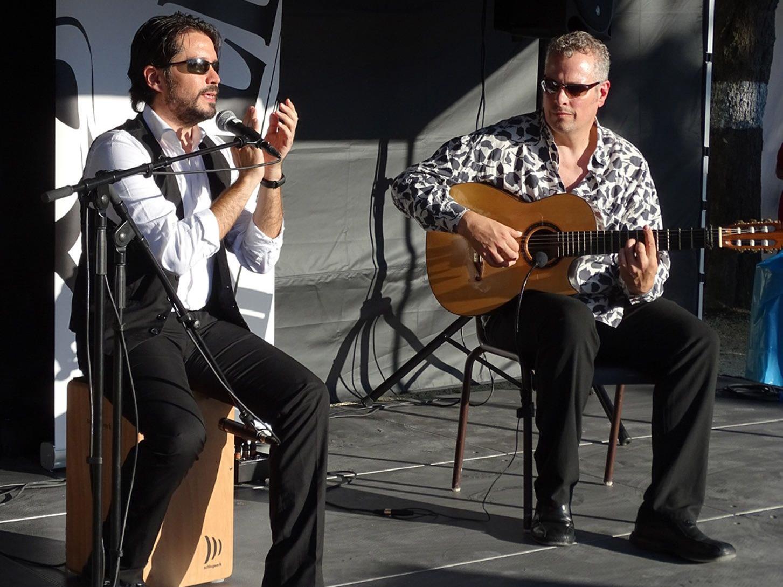 Ulrich Gottwald und Juan Cárdenas begleiteten die Flamencovorführungen des Vereins Jaleo.