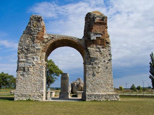 In Carnuntum wurden Gräber und eine antike Wasserleitung freigelegt.