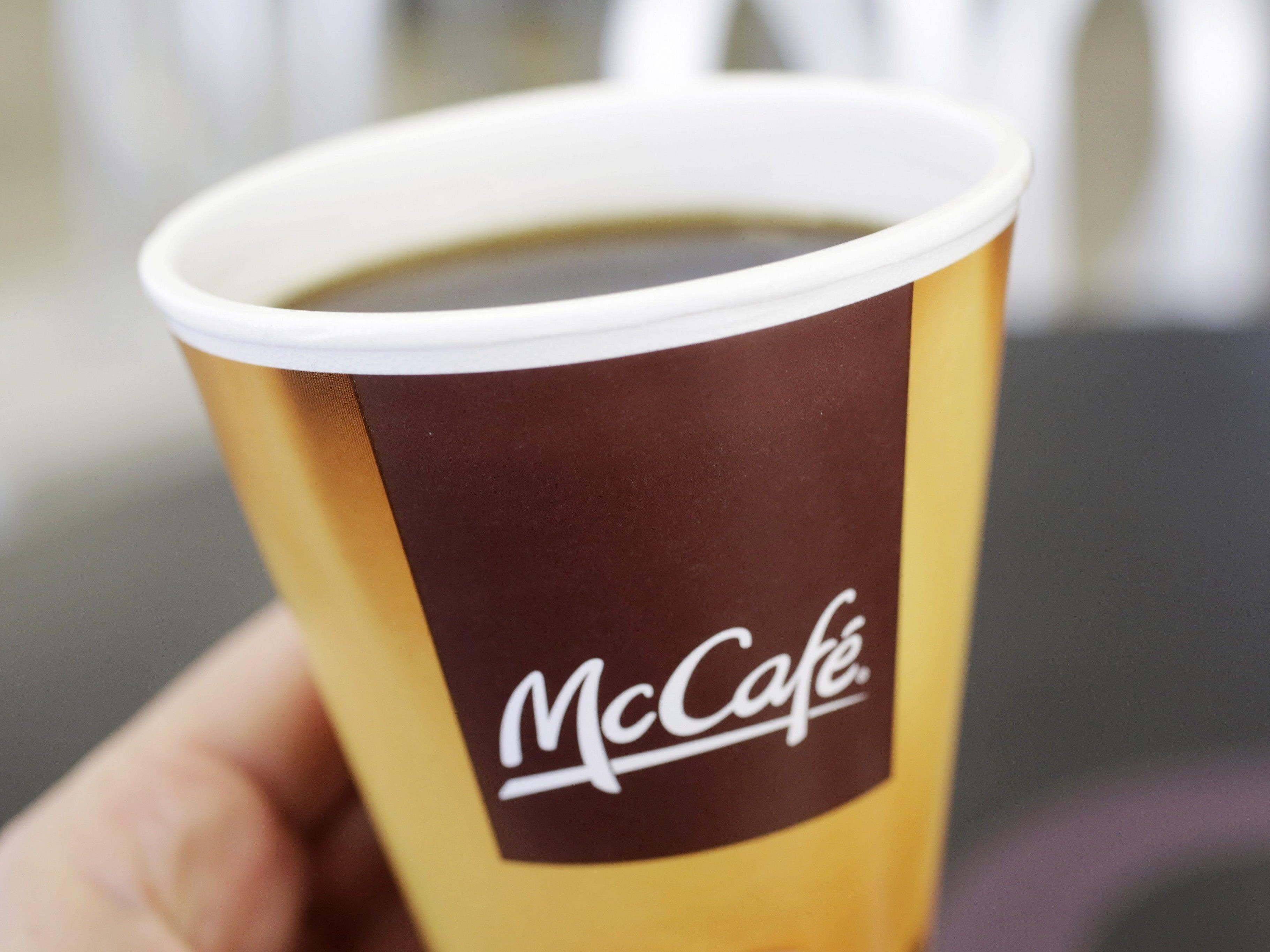 McDonald's will die Pappbecher verbannen.
