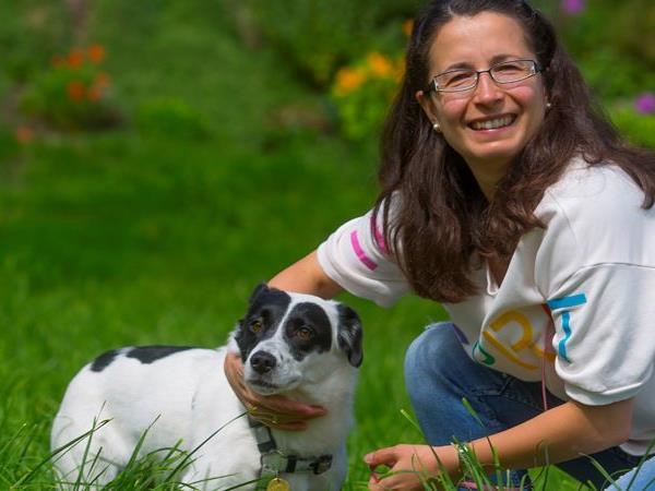 Die kleine Hunddame Topa benötigte sieben Monat für ihre Reise von Frastanz nach Frankreich.