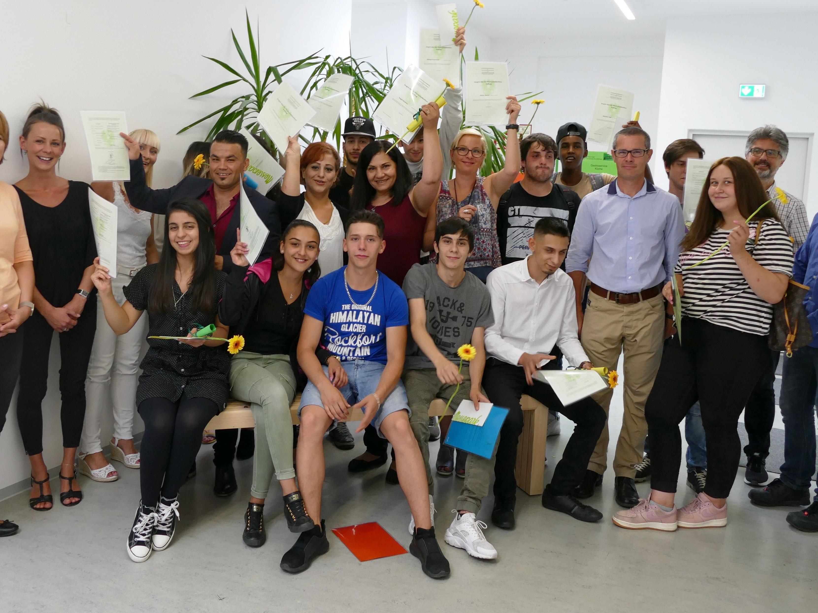 Leuchtturm Jugendwerkstätten: Große Freude über 20 positive ...