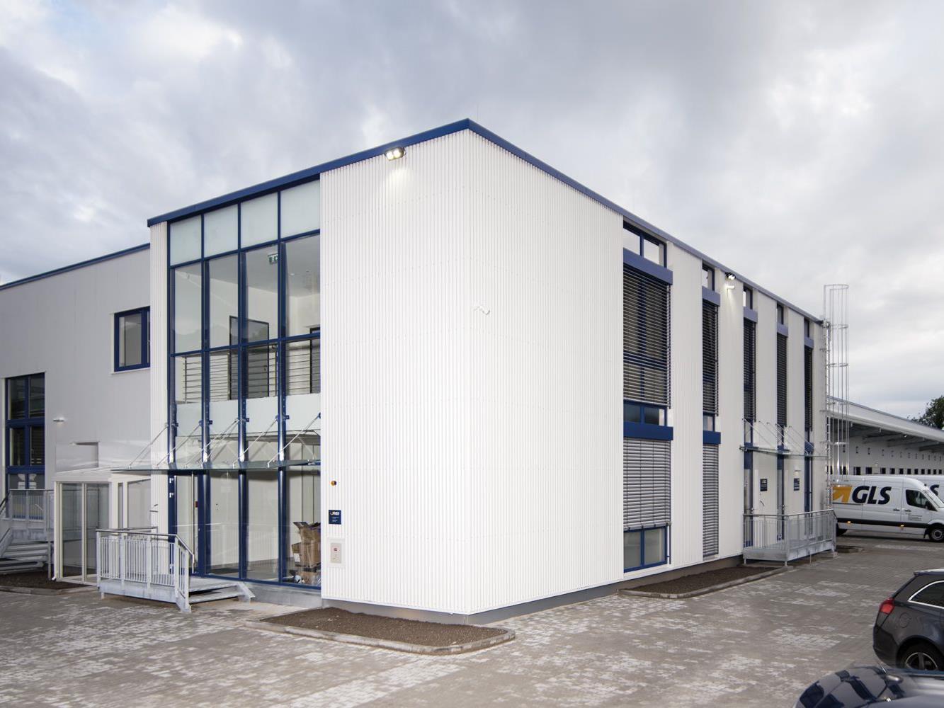 3,5 Millionen Euro investiert GLS in das Depot, in dem stündlich rund 2.500 Pakete umgeschlagen werden können