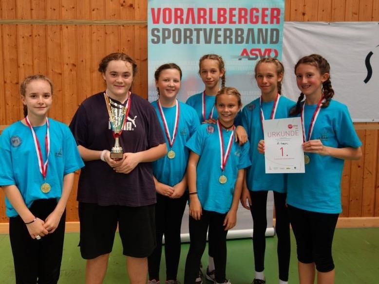 """Das """"A-Team"""" sicherte sich den Landesmeistertitel im Huckepack-Völkerball."""