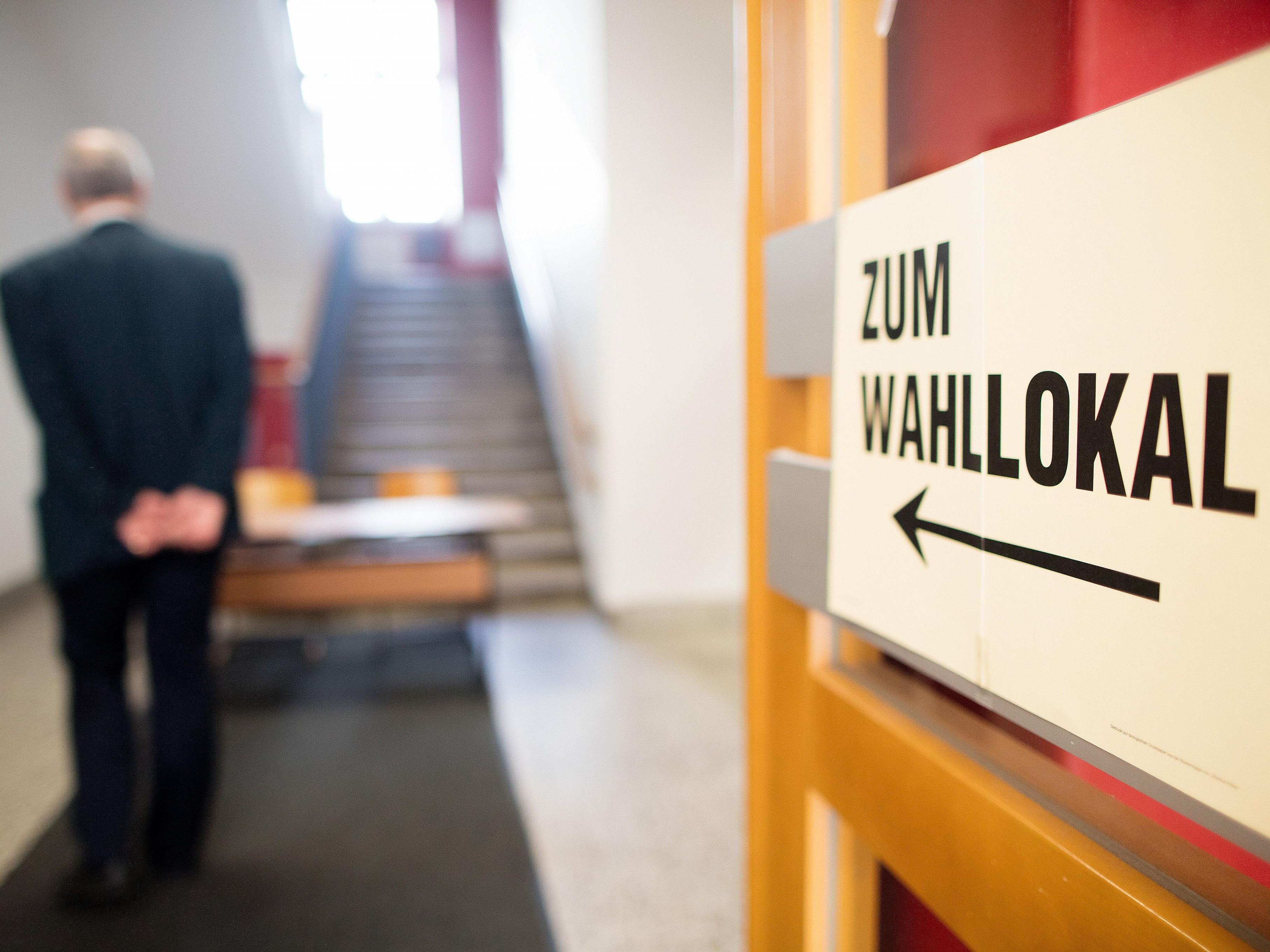 Die ersten Wahllokale öffnen am 15. Oktober bereits um 6.00 Uhr.