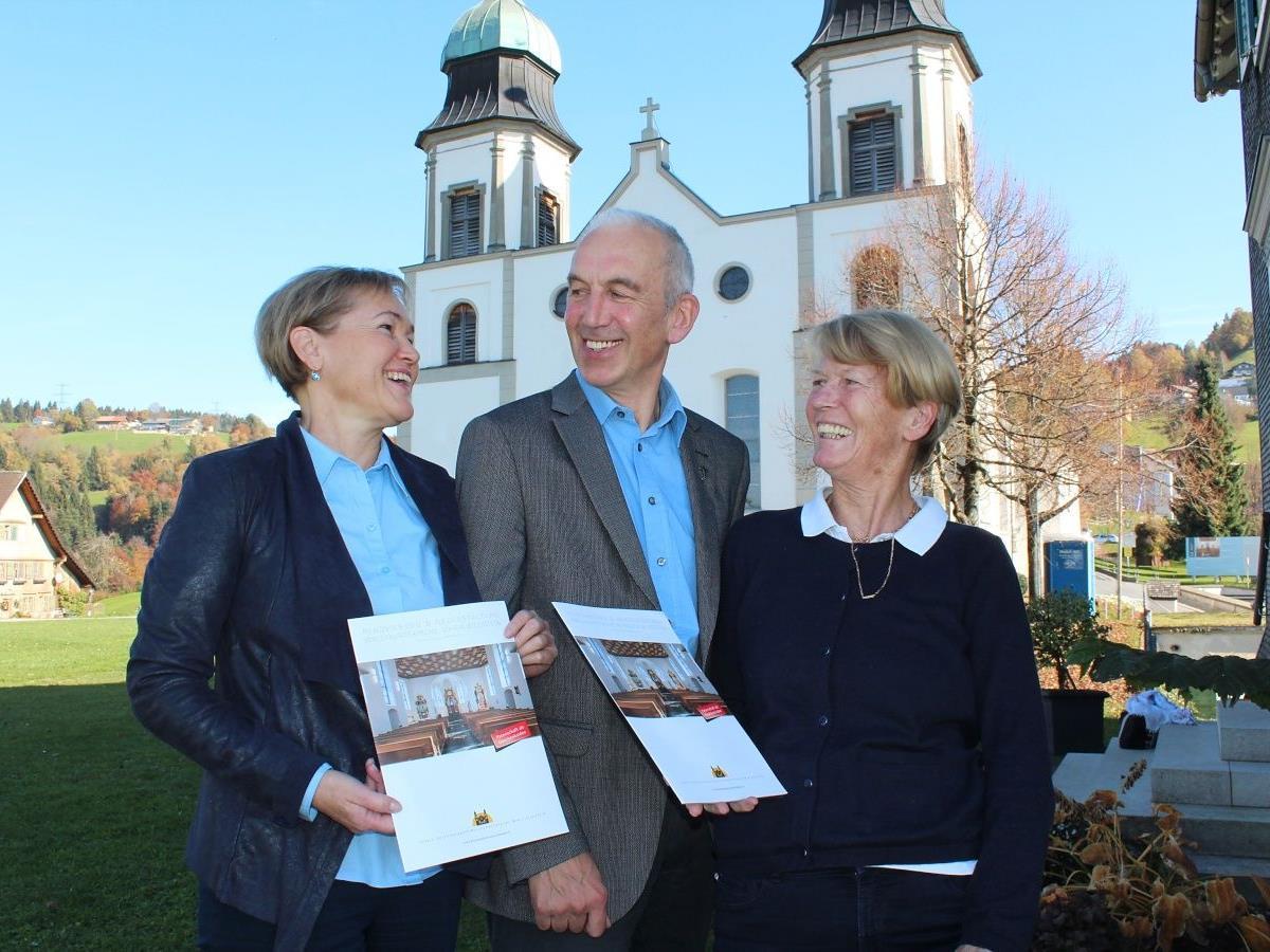 Birgit Giselbrecht-Plankel, Pfarrer Paul Burtscher und Veronika Traber bemühen sich um den Erhalt wertvoller Kirchenschätze.
