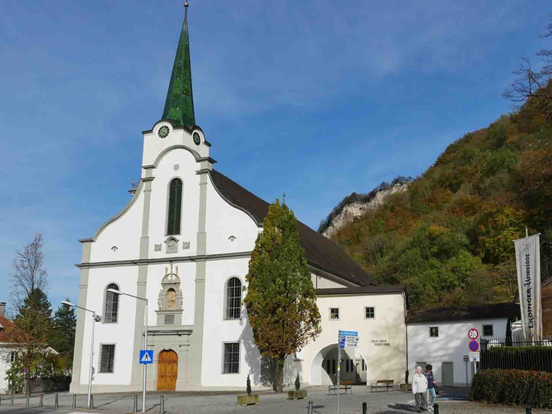 Die Hohenemser Stadtpfarrkirche ist dem hl. Karl Borromäus geweiht.