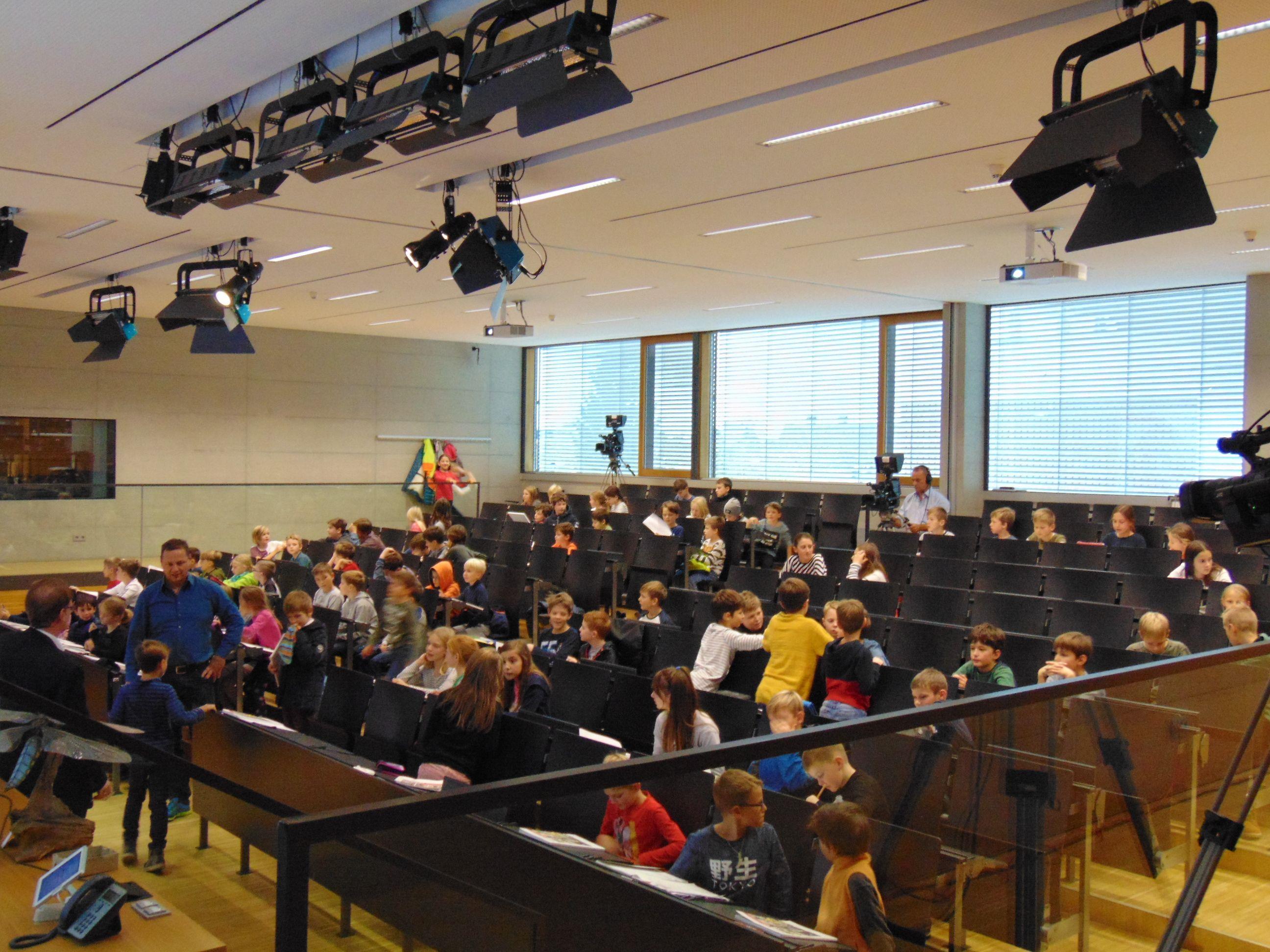 Die Nachwuchsstudenten im Hörsaal der FH Vorarlberg