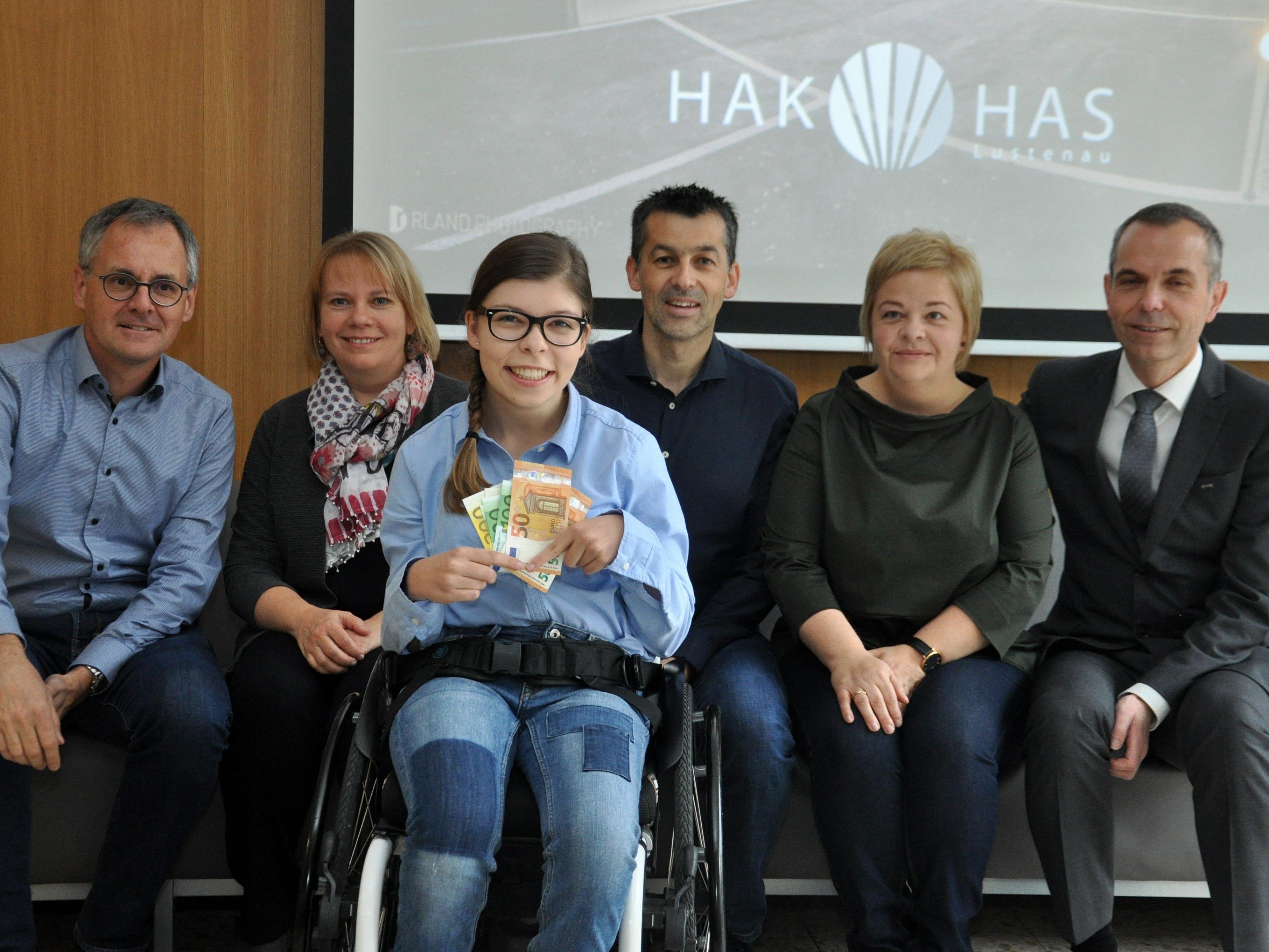Pia Pichler bekam eine Förderung in Höhe von 1000 Euro für ausgezeichnete schulische Leistungen.