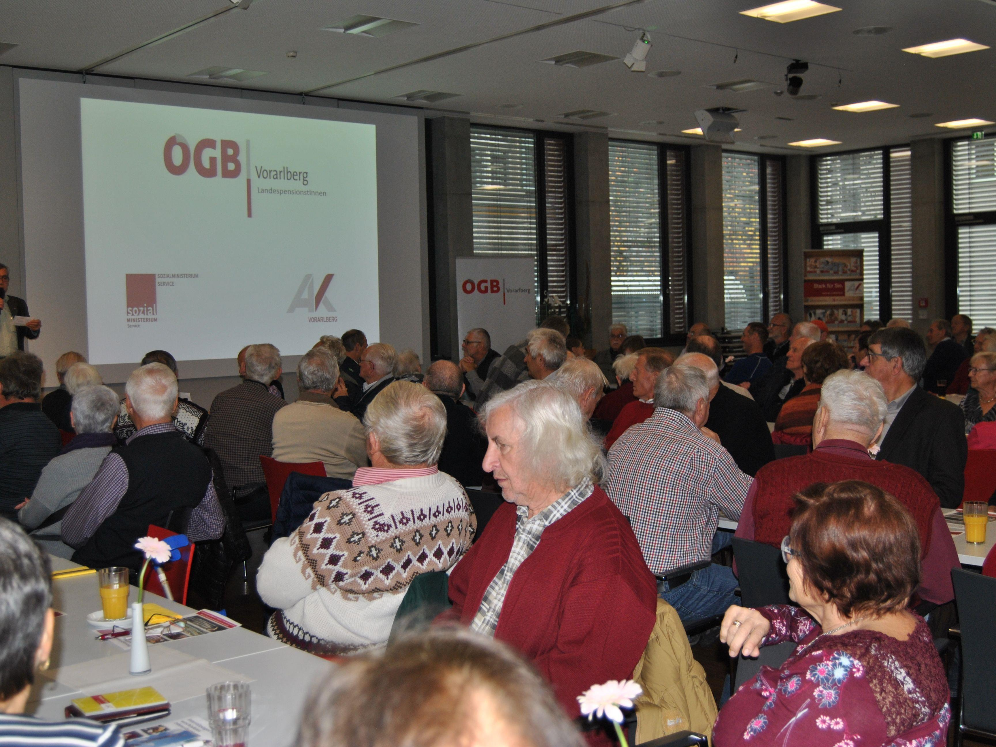Voller Saal bei der ÖGB-Vorarlberg Infoveranstaltung