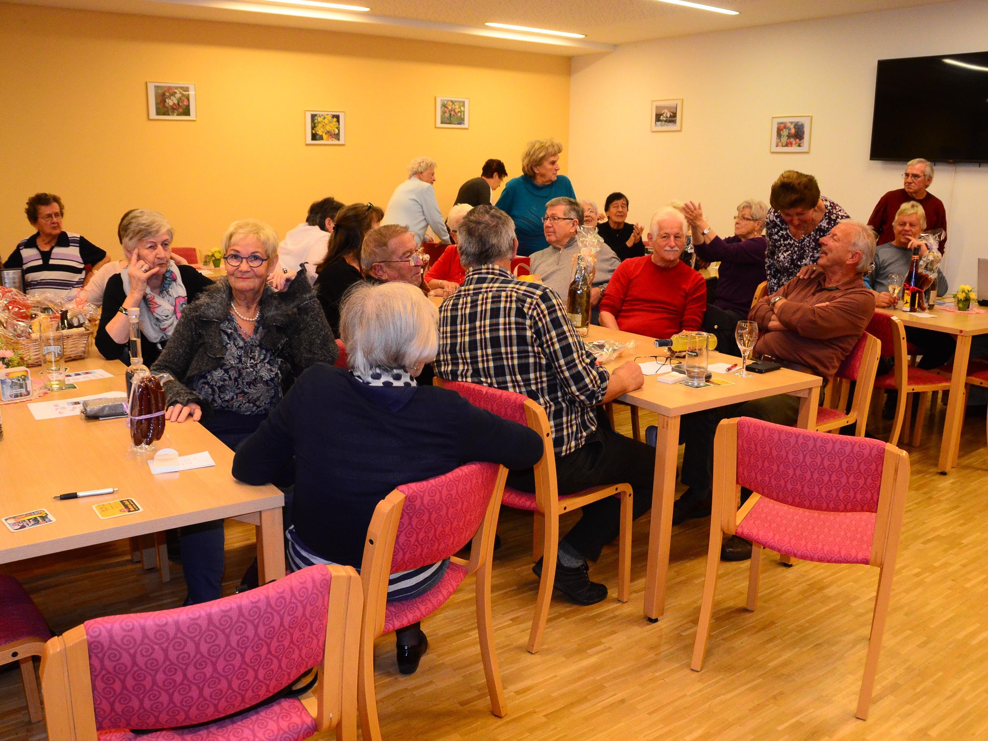 Die Bludenzer Pensionisten im voll gefüllten Clubheim