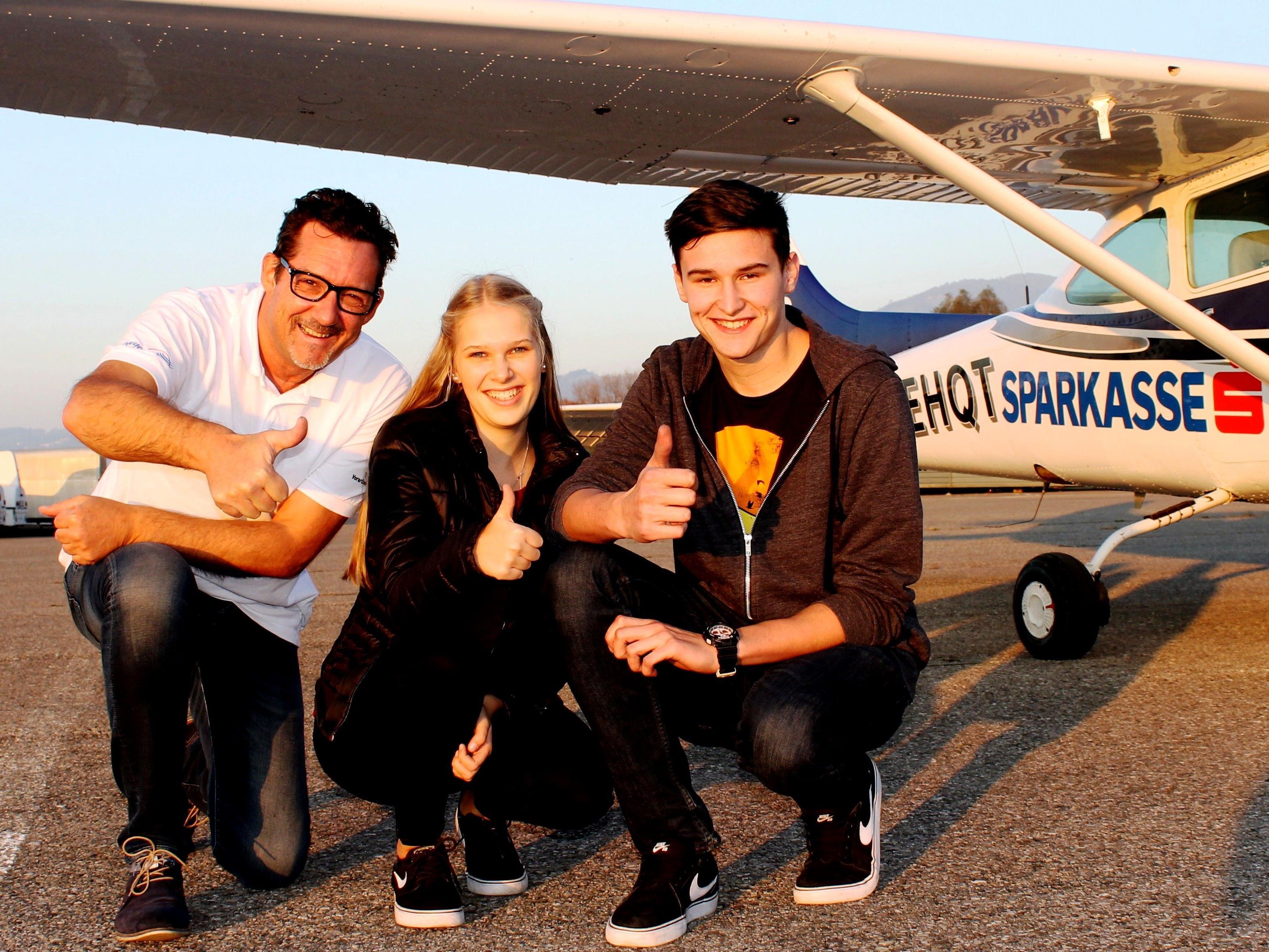 Jasmin Kühn und Fabian Elsensohn durften mit dem Rundflugteam Flugplatz Hohenems zu einem erlebnisreichen Rundflug abheben