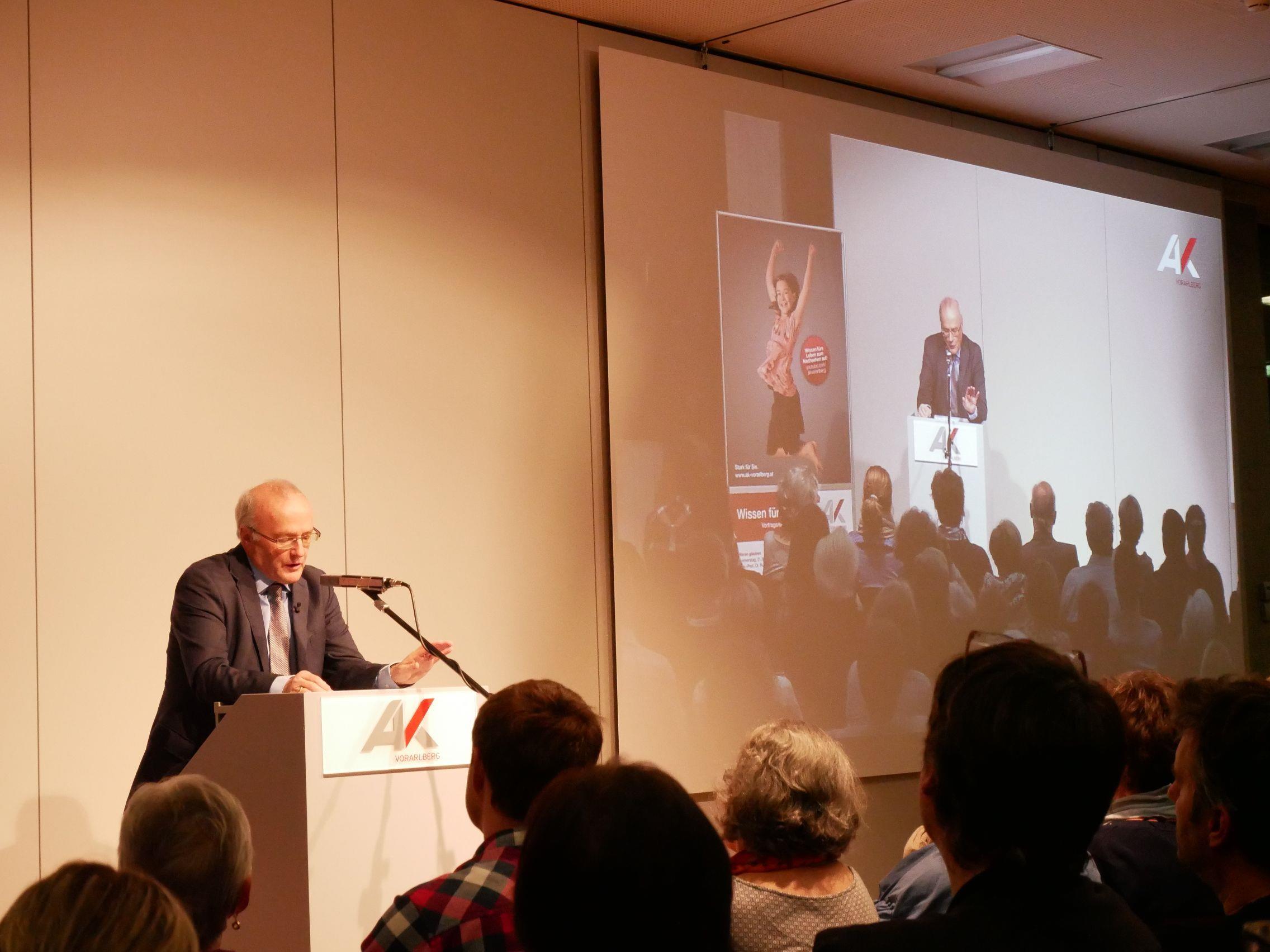 Psychiater und Bestsellerautor Reinhard Haller hielt einen Exklusiv-Vortrag übers Ver-rücktsein.