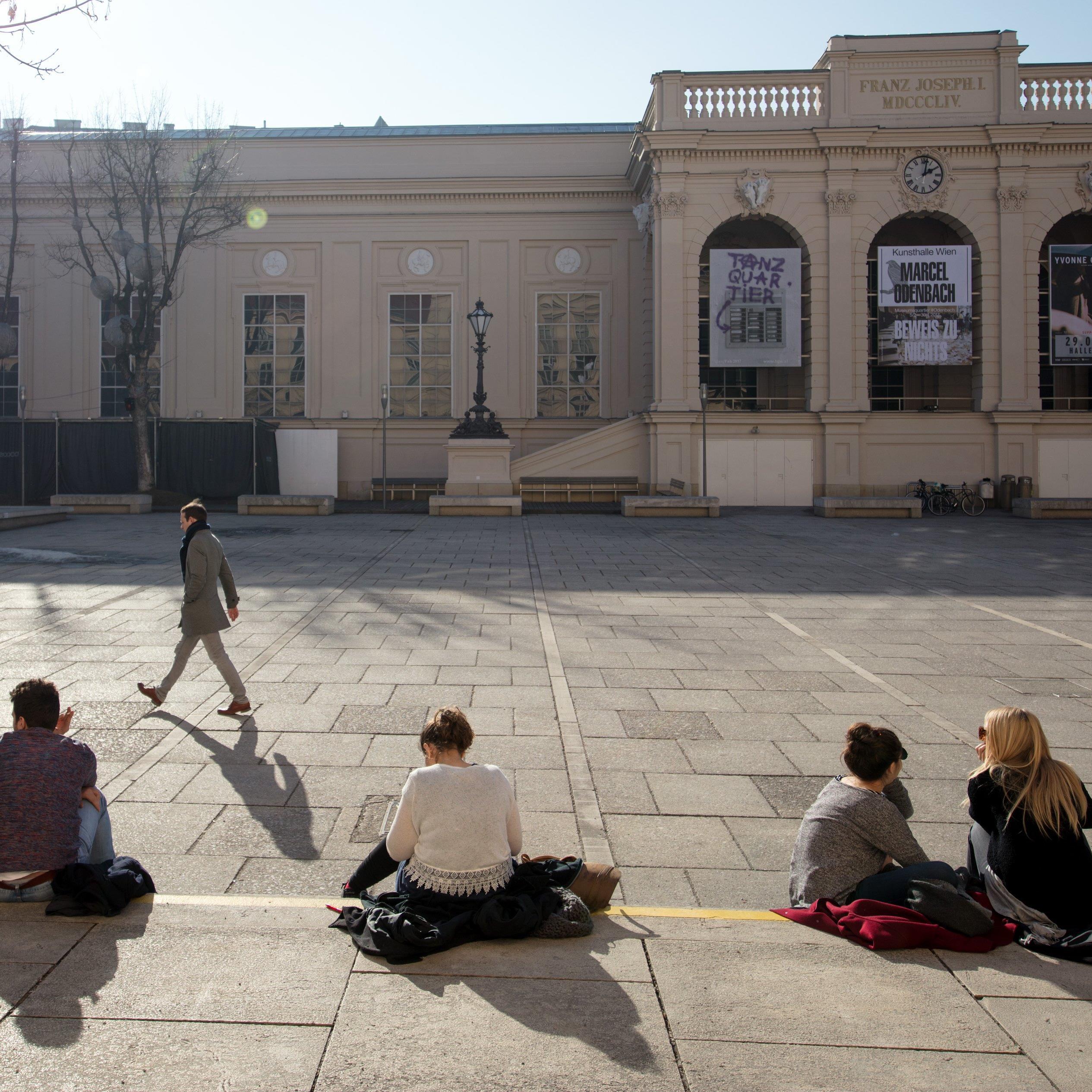New Order trat im Wiener Museumsquartier auf.