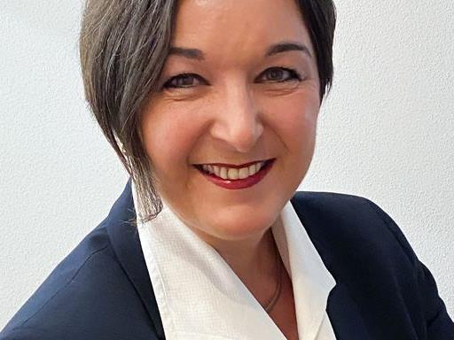 Kandidatin Andrea Tschofen-Netzer bewirbt sich mit den Zielen des Teams als Bürgermeisterin.