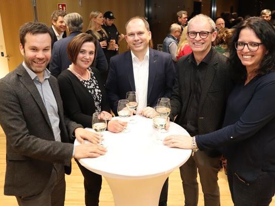 Freude bei den ersten Fünf auf der Liste (v.l.n.r.). Florian Themeßl-Huber, Angelika Kurzemann, Bgm. Peter Neier, Ewald Frei und Michaela Bitschnau