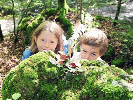 Kinder verstecken sich