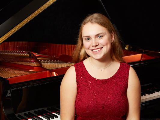 Pianistin Laurah Maddalena Kasemann