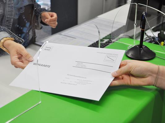 Im Vorfeld der Bürgermeisterstichwahl am 27. September können beim Bürgerervice im Rathaus Bludenz wieder Wahlkarten beantragt werden.