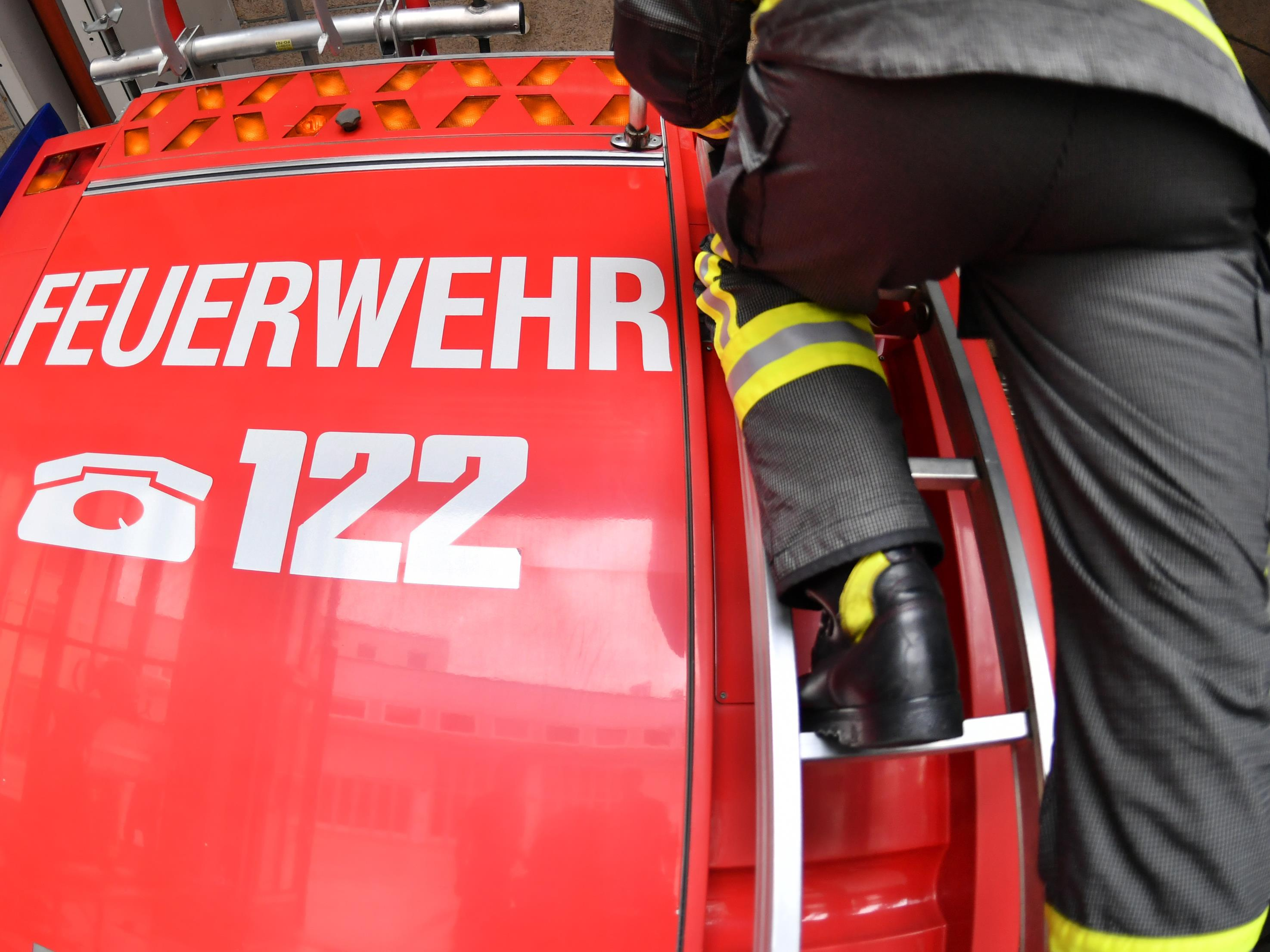 Die Feuerwehr ging davon aus, dass die Arbeiten mehrere Stunden in Anspruch nehmen werden.