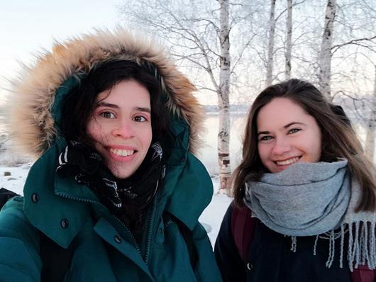 Bei der Online-Infostunde wird Melanie Seewald (im Bild ohne Kapuze) live von ihrem ESK-Freiwilligendienst in Finnland berichten.