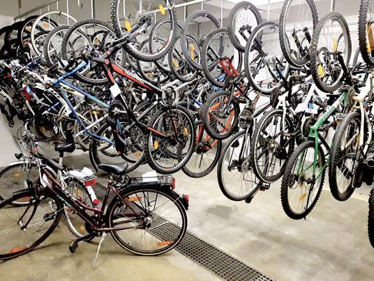 Im Fahrradkeller im Rathaus Bludenz warten derzeit 50 Räder auf Abholung durch ihre Besitzer.