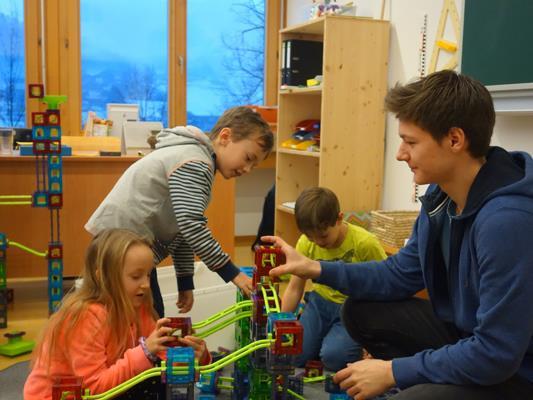 Jona Blank machte bei seinem Freiwilligen Sozialjahr in der Kinderbetreuung in Egg wertvolle Erfahrungen im Sozialbereich.