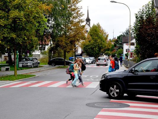 Eine 30er-Beschränkung wie hier bei der Volksschule Mitte soll es ab Herbst im Bereich aller Bludenzer Schulen und Kindergärten geben.