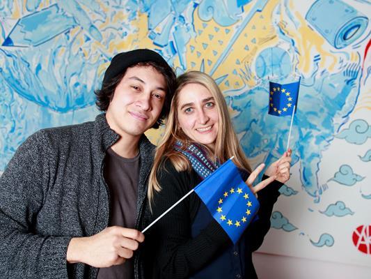 Youth Activists motivieren junge Leute und überbringen ihre Botschaften europäischen Entscheidungsträger*innen.