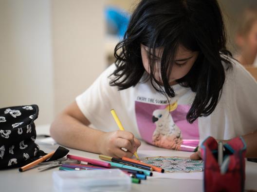 """Die Caritas-Lerncafés passen sich den Bedürfnissen der Kids an – jüngstes Beispiel sind die """"DigiKids""""."""
