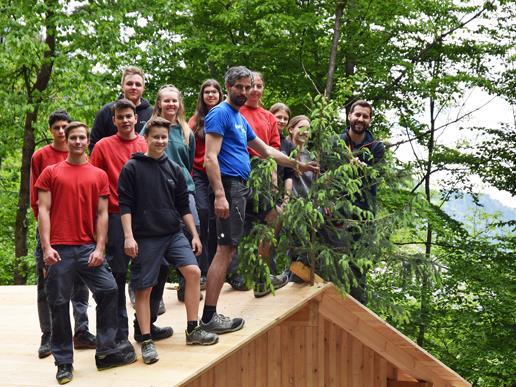 In der neuen Holzhütte sind die Kinder vom Bludenzer Waldkindergarten bei Schlechtwetter künftig bestens geschützt.