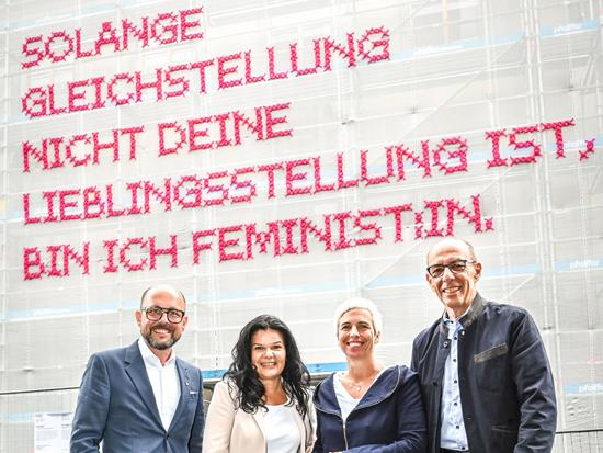 Bürgermeister Michael Ritsch, Vizebürgermeisterin Sandra Schoch, Künstlerin Katharina Cibulka, Kulturstadtrat Michael Rauth