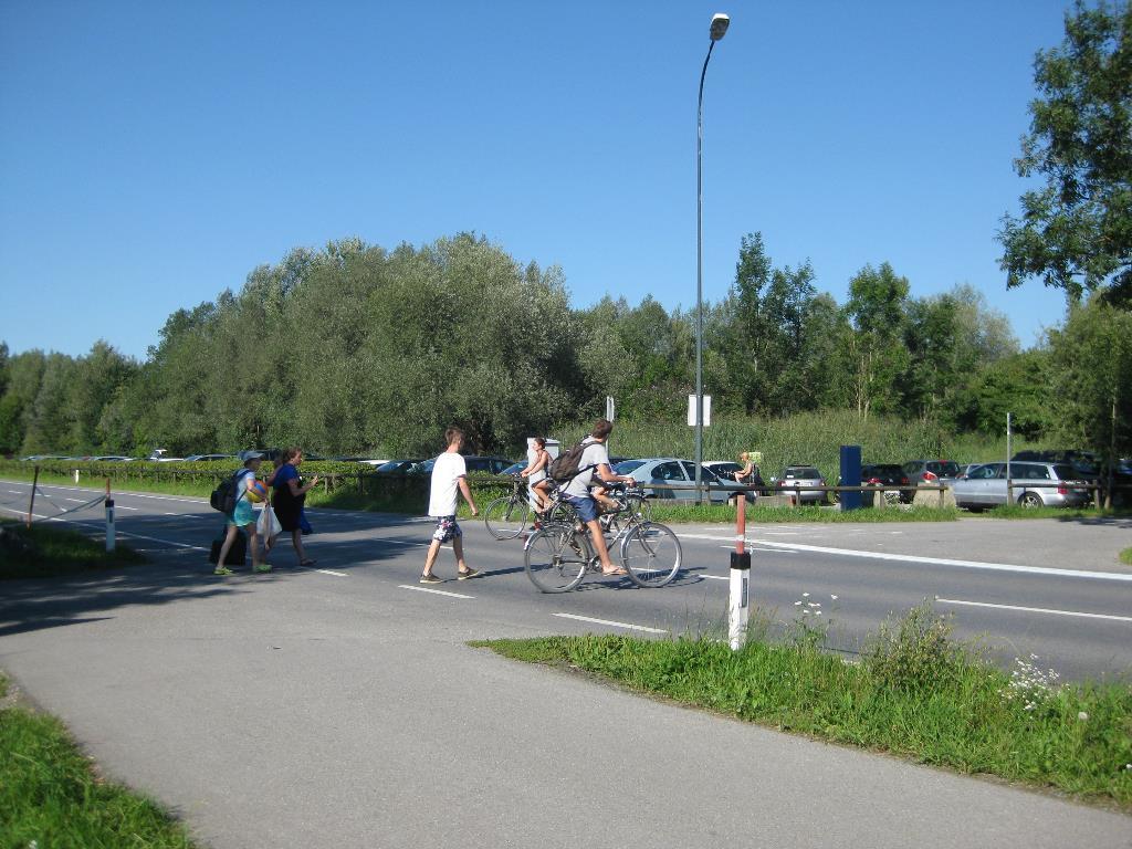 Schutzweg beim Baggersee Brederis